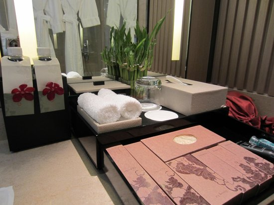 The Okura Prestige Bangkok:                   Bathroom amenities