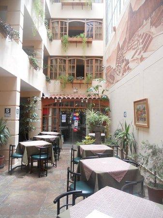 Prisma Hotel: Lobby