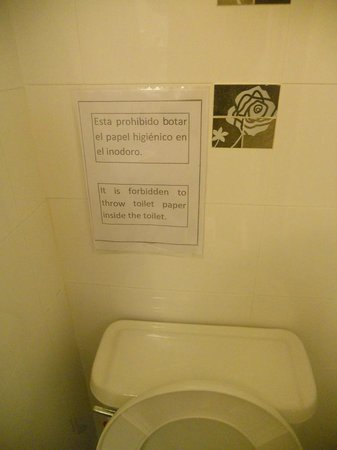 Prisma Hotel: Sign above toilet