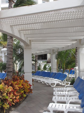 Hotel Riu Emerald Bay:                                                       Pool