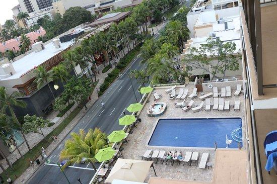 Holiday Inn Resort Waikiki Beachcomber:                   view of the pool