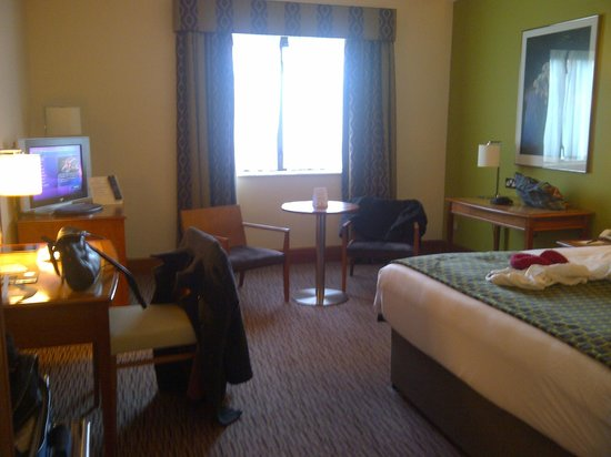 Hotel Riu Plaza The Gresham Dublin:                   Roomy...