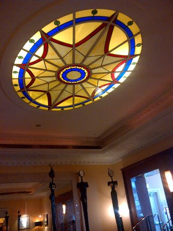 Riu Plaza The Gresham Dublin:                   Next to the bar.. You can have your tea, drinks here... We just didn't get to