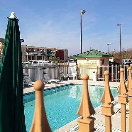 Motel 6 Denham Springs : Pool