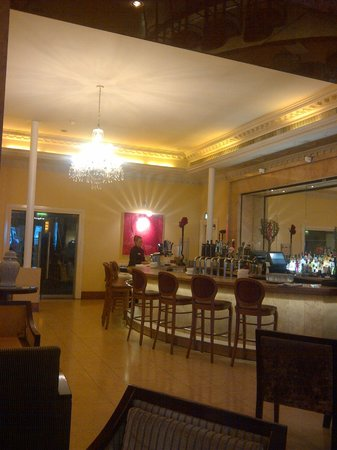 Gresham Hotel:                   View of the bar