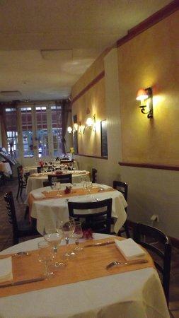 Restaurant Les trois Lys : Vue sur la rue