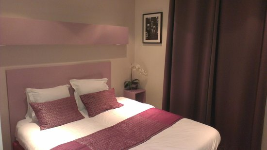 Pink Hotel:                   Lit King Size