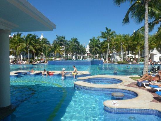 Hotel Riu Palace Riviera Maya:                   Majestuosa piscina