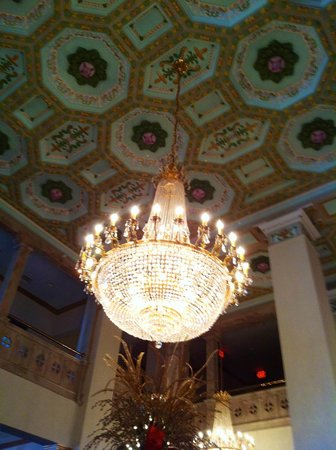 Floridan Palace Hotel:                   Chandelier of lobby