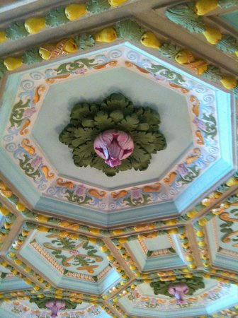 Floridan Palace Hotel :                   Detail of ceiling decoration; very Italian