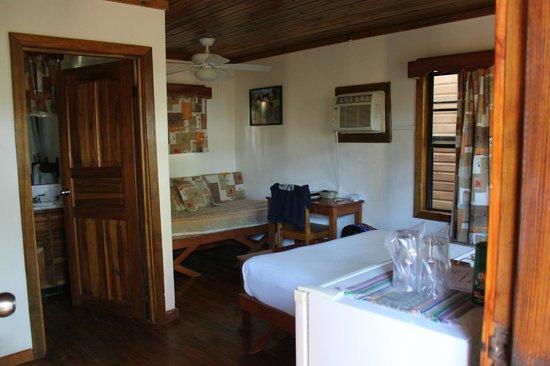 Las Rocas Resort & Dive Center:                   Vista interior