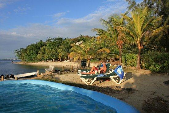 Las Rocas Resort & Dive Center:                   Vistas desde Las Rocas