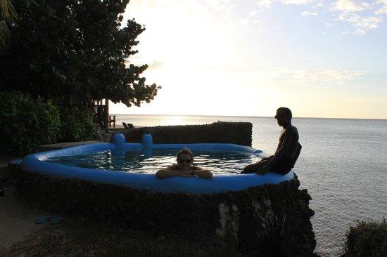 Las Rocas Resort & Dive Center:                   La pile