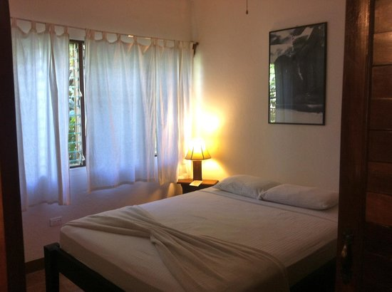 Harbor Reef Surf Resort:                   room 5 small bedroom w safe