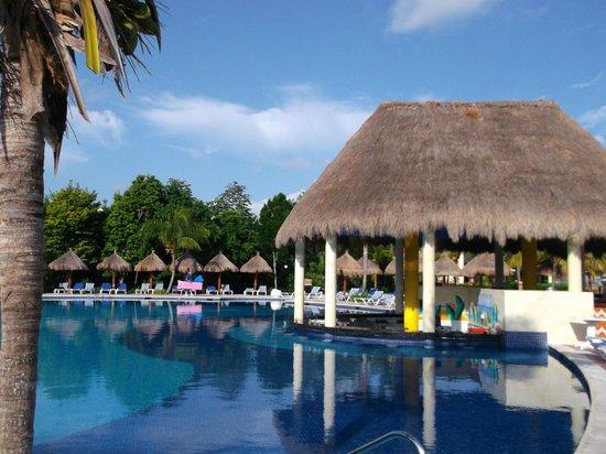 Grand Bahia Principe Coba:                   Wet Bar