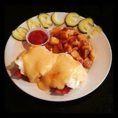 Duncan's Bistro and Bar: Eggs Benny on Saturdays