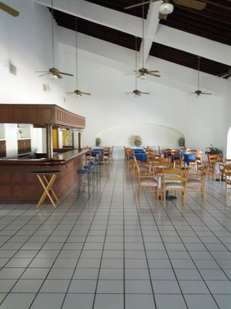 Marina Ixtapa Golf Course Restaurant:                   First ones in the dining area...early morning