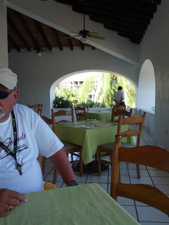 Marina Ixtapa Golf Course Restaurant:                   Early bird gets the freshest breakfast!!