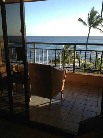 Sheraton Kauai Resort: Lanai with ocean view, Deluxe Ocean Front room, 4th floor, Ocean Wing, Sheraton Kauai