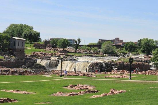 ساليبريدج سويتس سيو فولز:                   sioux falls                 