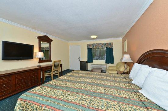 Rodeway Inn & Suites: 1 King bed