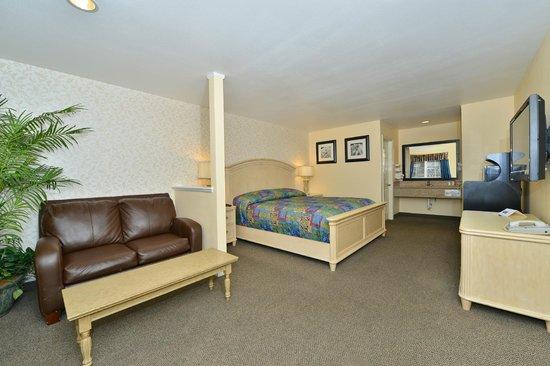 Rodeway Inn & Suites: 1 King bed suite
