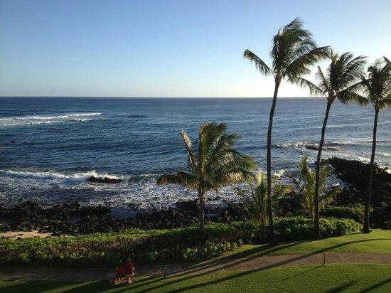 Sheraton Kauai Resort: View from lanai of Deluxe Ocean Front room, 4th floor of Ocean Wing, Sheraton Kauai