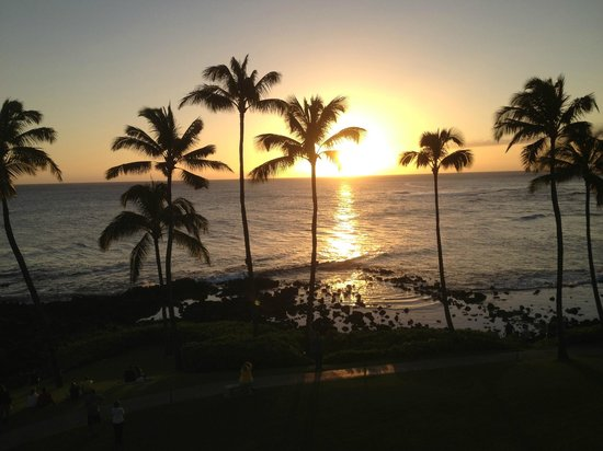 Sheraton Kauai Resort: sunset view from lanai of 4th floor Deluxe Ocean Front room, Ocean Wing, Sheraton Kauai