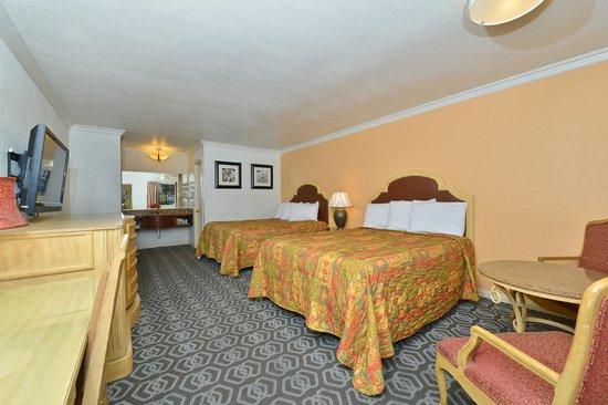Rodeway Inn & Suites: 2 Queen beds