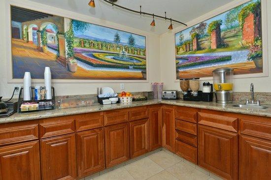 Rodeway Inn & Suites: Breakfast