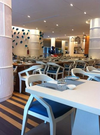 Days Hotel Singapore At Zhongshan Park :                                     restaurant on ground floor