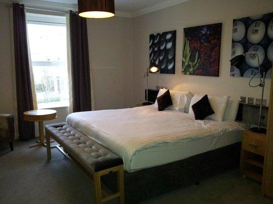Tulfarris Hotel and Golf Resort: A good sized room