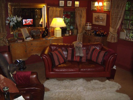 Wizards Thatch at Alderley Edge:                   lounge