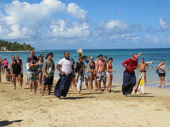 Grand Bahia Principe El Portillo:                   Recreación en la playa