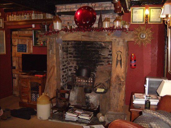 Wizards Thatch at Alderley Edge:                   beautiful fireplace