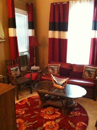 Luther Hotel: Back Bay Suite - Living Room