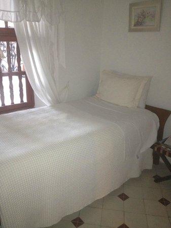 Alfiz Hotel :                   small bedroom of room 8