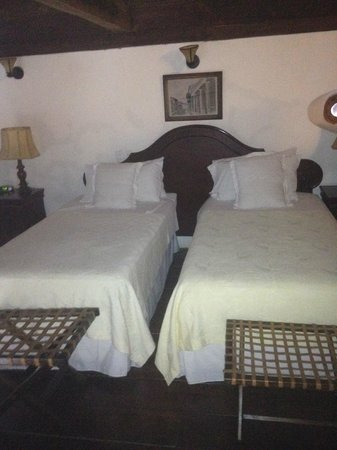 Alfiz Hotel :                   large bedroom of room eight