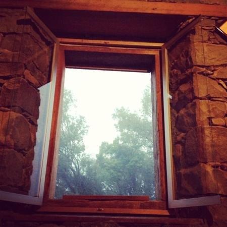 Pousada Cantelli:                   janela de um dos quartos