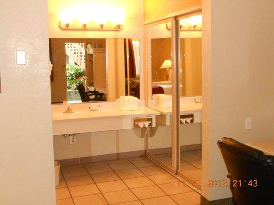 Pacific Inn Monterey: Bathroom