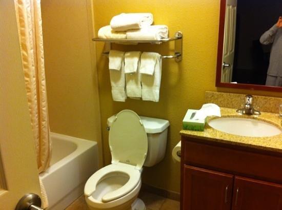 Candlewood Suites Manassas:                   bathroom