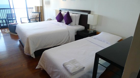 Novotel Hua Hin Cha Am Beach Resort and Spa:                   deluxe room with extra bed ready for us.