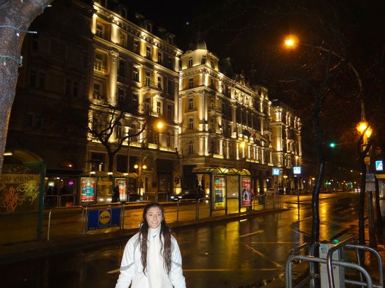 Corinthia Hotel Budapest: Frente del hotel.