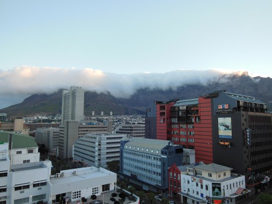 Hilton Cape Town City Centre: View of Table Mountain from the corner room on the 6th floor.