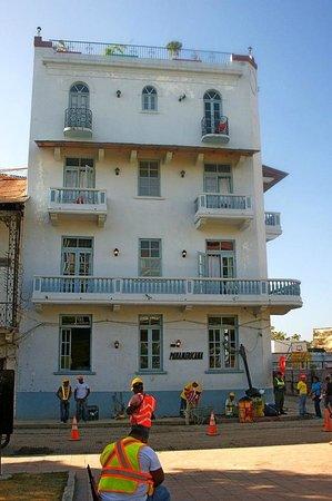 Panamericana Hostel: I had the third floor balcony room on the left.