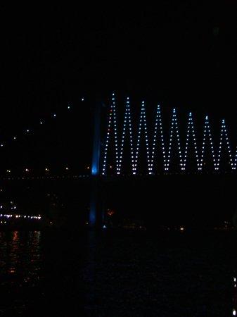 Βόσπορος: The Bosphorus Bridge from close