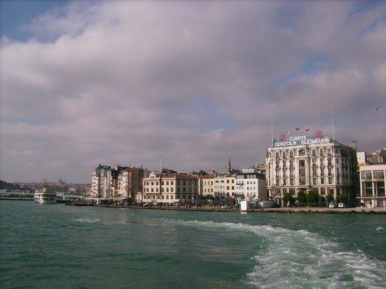 Bosphorus Strait: Leaving Karaköy