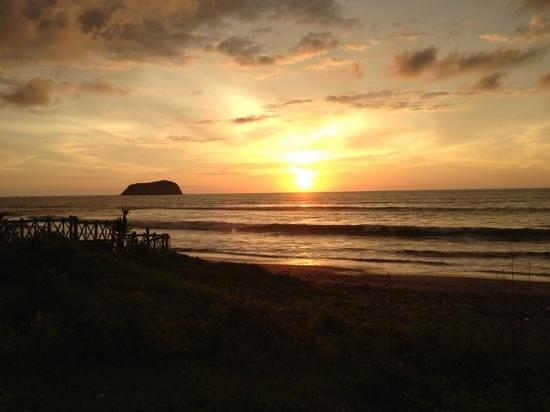 Sanctuary Puerto Cayo Lodge:                   sunset at puerto cayo