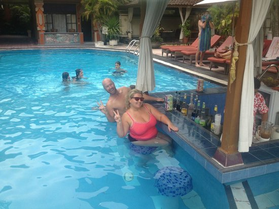 Wina Holiday Villa Hotel:                                     second bar. swim up