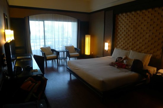 Swiss-Garden Beach Resort Kuantan: Overall view of the room